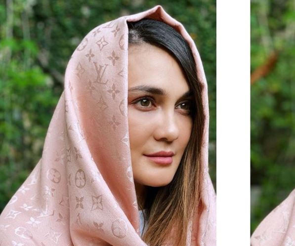 https: img.okezone.com content 2020 09 01 617 2270958 4-style-hijab-ala-luna-maya-aura-cantik-nan-salehahnya-terpancar-KySUD806hb.JPG