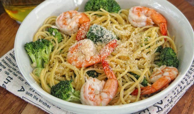 https: img.okezone.com content 2020 09 02 298 2271717 mudahnya-membuat-spaghetti-aglio-olio-untuk-sarapan-HruyIOdQOs.jpg