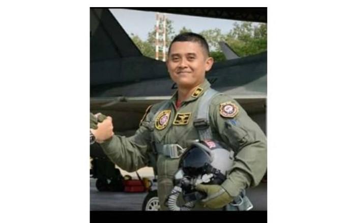 https: img.okezone.com content 2020 09 02 337 2271749 jenazah-letkol-luluk-pilot-pesawat-tni-au-yang-tergelincir-dimakamkan-di-madiun-wB1rRBXTBU.jpg