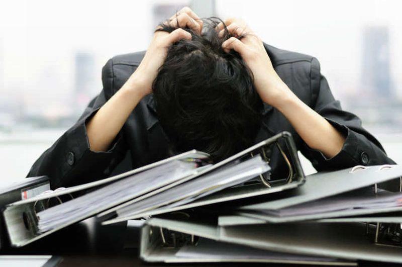 https: img.okezone.com content 2020 09 02 612 2271610 5-tanda-tengah-depresi-di-tempat-kerja-anda-alami-gak-LwfBRGOEVm.jpg