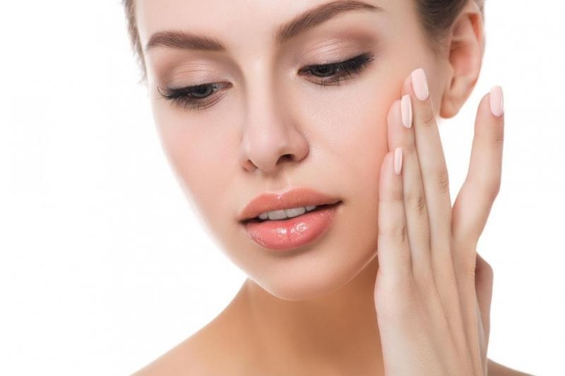 https: img.okezone.com content 2020 09 03 611 2271829 beautypedia-hyaluronic-acid-efektif-melembapkan-kulit-xp3OQrKSZn.jpg