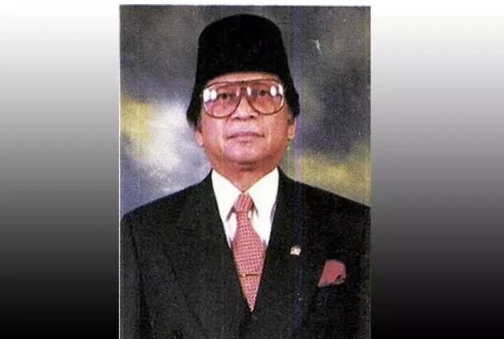 https: img.okezone.com content 2020 09 04 337 2272459 mantan-menteri-era-soeharto-abdul-gafur-akan-dimakamkan-di-tmp-kalibata-2dTbY2vKMK.jpg