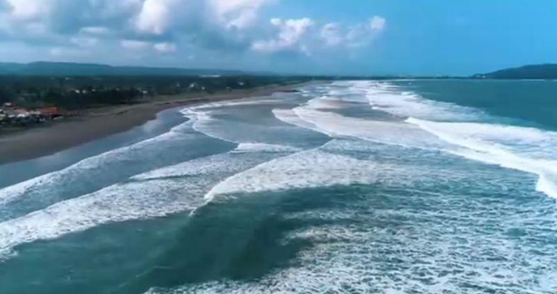 https: img.okezone.com content 2020 09 04 408 2272519 paket-lengkap-menikmati-indahnya-pantai-pangandaran-bikin-betah-2qeNYIUoZT.jpg