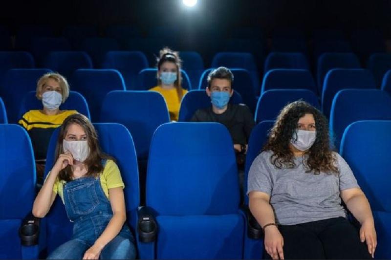 https: img.okezone.com content 2020 09 04 620 2272641 rencana-bioskop-buka-lagi-di-tengah-pandemi-bikin-masalah-baru-tdbQsw78hr.jpg