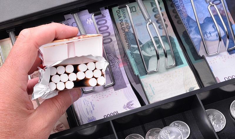 https: img.okezone.com content 2020 09 05 320 2273065 apa-benar-harga-rokok-di-indonesia-terlalu-murah-ini-kata-bea-cukai-KmwphP5AbC.jpg