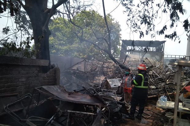 Kebakaran Melanda Gudang Limbah Rsud Bekasi Pasien Panik Berhamburan Okezone Megapolitan