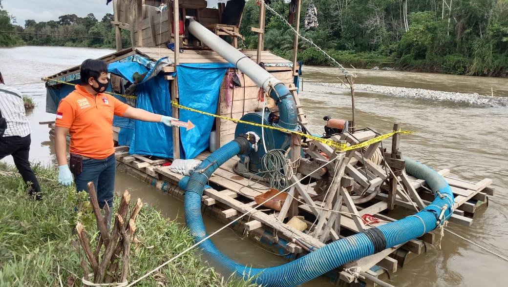 https: img.okezone.com content 2020 09 05 340 2273207 pekerja-tambang-emas-ilegal-tewas-usai-tertimbun-longsor-jD20LVQJjA.jpg