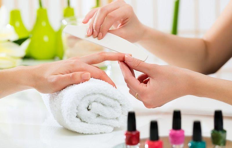 https: img.okezone.com content 2020 09 06 611 2273397 tak-perlu-manicure-ini-4-cara-merawat-kuku-dengan-bahan-alami-PRYPxptTap.jpg