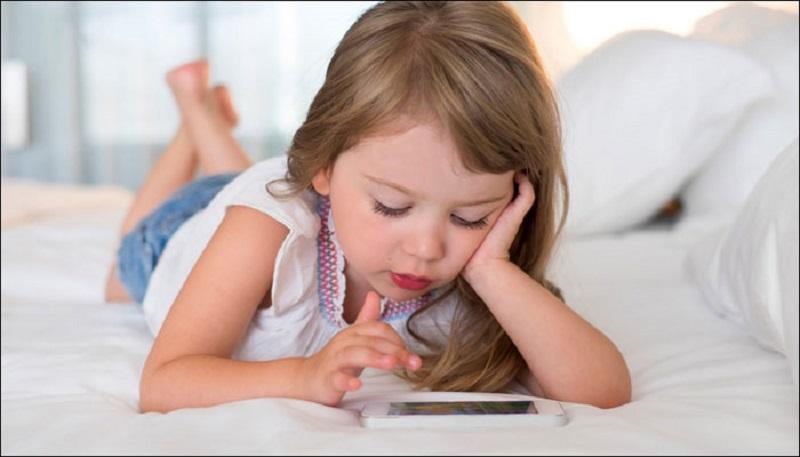 https: img.okezone.com content 2020 09 06 620 2273391 platform-video-digital-jadi-penyebab-si-kecil-mengumpat-ini-kata-psikolog-anak-L8qiQnGYWK.jpg