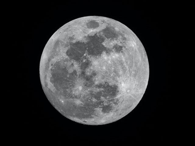 https: img.okezone.com content 2020 09 07 16 2273771 atmosfer-bumi-diduga-penyebab-bulan-berkarat-PsI4tzM7Xw.jpg