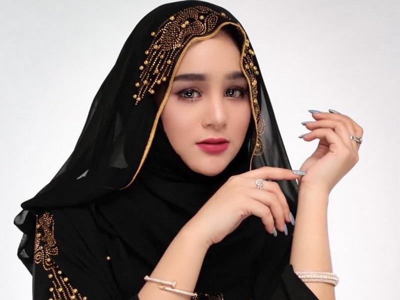 https: img.okezone.com content 2020 09 07 194 2273758 4-gaya-hijab-ala-hana-hanifah-imut-dan-cantik-9qCYOtbhjK.jpg