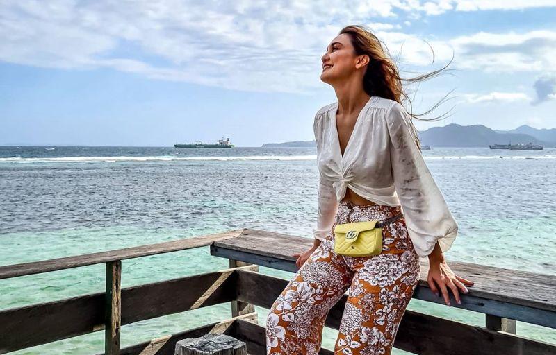 https: img.okezone.com content 2020 09 07 549 2273831 liburan-di-kampung-halaman-luna-maya-seru-jalan-jalan-di-bali-Duz15nJSx5.jpg