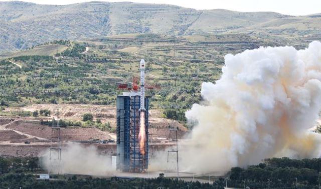 https: img.okezone.com content 2020 09 08 16 2274392 booster-roket-jatuh-di-dekat-sekolah-usai-peluncuran-satelit-gaofen-11-RhnzZLGsTd.jpg