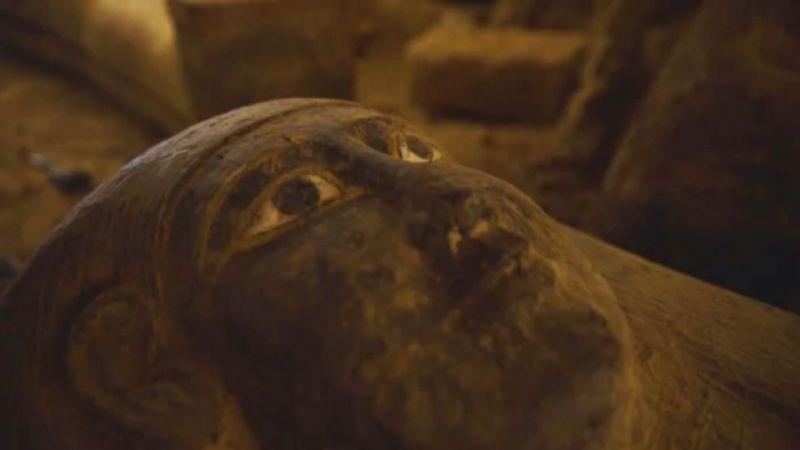 https: img.okezone.com content 2020 09 08 18 2274597 13-peti-mati-berusia-2-500-tahun-ditemukan-dalam-penggalian-di-mesir-679Bhm6sy9.jpg
