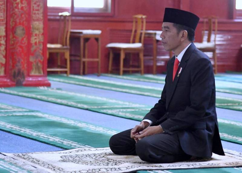 https: img.okezone.com content 2020 09 08 337 2274375 presiden-joko-widodo-berduka-atas-meninggalnya-abdul-malik-fadjar-CPu2ndRkP0.jpg