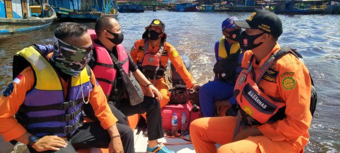 https: img.okezone.com content 2020 09 08 340 2274646 kapal-terbakar-di-perairan-kuala-punggur-ayah-ditemukan-tewas-anaknya-hilang-KCFASFWfwz.jpg