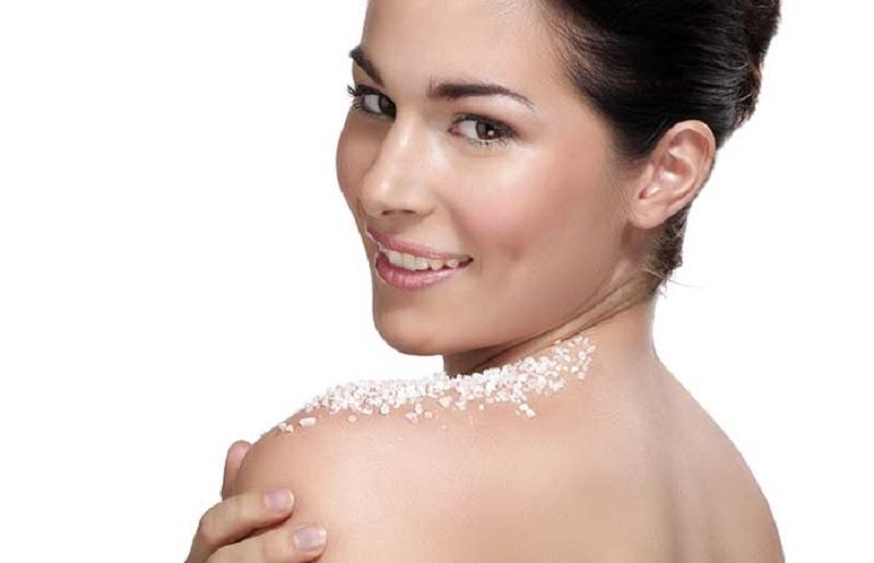 https: img.okezone.com content 2020 09 08 611 2274420 beautypedia-apa-itu-body-scrub-BJYItxEHKs.jpg