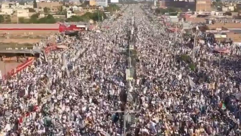 https: img.okezone.com content 2020 09 09 18 2274821 puluhan-ribu-orang-di-pakistan-protes-penerbitan-ulang-kartun-nabi-muhammad-gGknmNZQXt.jpg