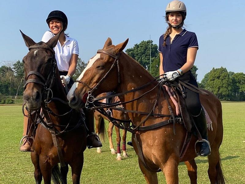 https: img.okezone.com content 2020 09 09 194 2274788 gaya-nia-ramadhani-menunggangi-kuda-cantik-banget-MWw2r70cP5.jpg