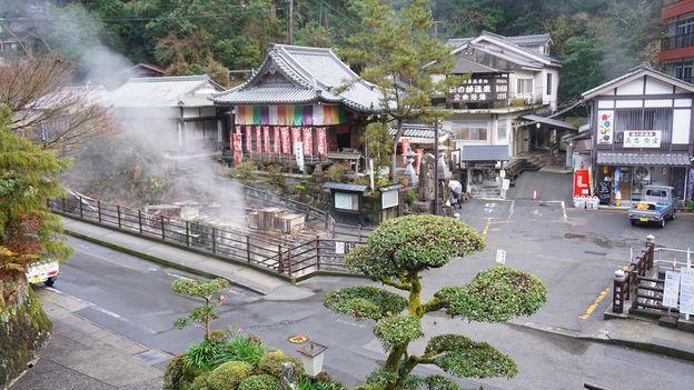 https: img.okezone.com content 2020 09 09 408 2274818 kisah-desa-wisata-yang-memasak-di-pemandian-air-panas-selama-ratusan-tahun-tdFH9guJLc.jpg