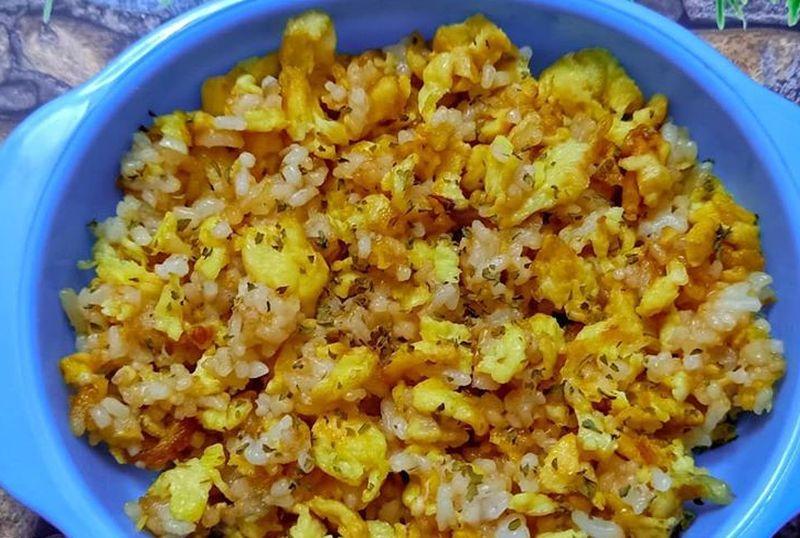 https: img.okezone.com content 2020 09 10 298 2275532 nasi-goreng-telur-bisa-buat-menu-mpasi-12-bulan-moms-Ru3K4VxKYw.jpg