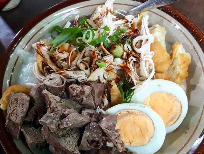 https: img.okezone.com content 2020 09 10 301 2275462 jalan-jalan-ke-bandung-ini-5-street-food-lezat-yang-wajib-kamu-coba-uTOVAhbZ5P.jpg