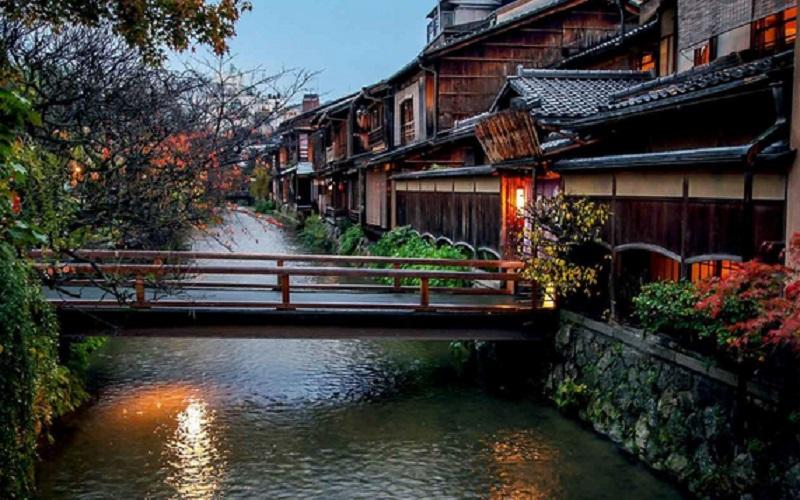 https: img.okezone.com content 2020 09 10 470 2275505 bangun-rumah-dengan-konsep-tradisional-jepang-pakai-aksen-kayu-biar-sejuk-BQNVrDVpLc.jpg