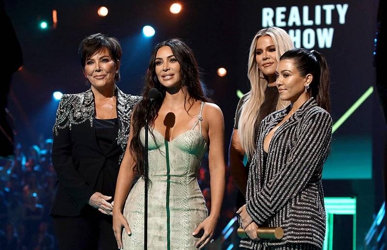 https: img.okezone.com content 2020 09 10 598 2275746 keeping-up-with-the-kardashian-berhenti-tayang-kris-jenner-ini-waktu-yang-tepat-HiMwFveZuU.jpg