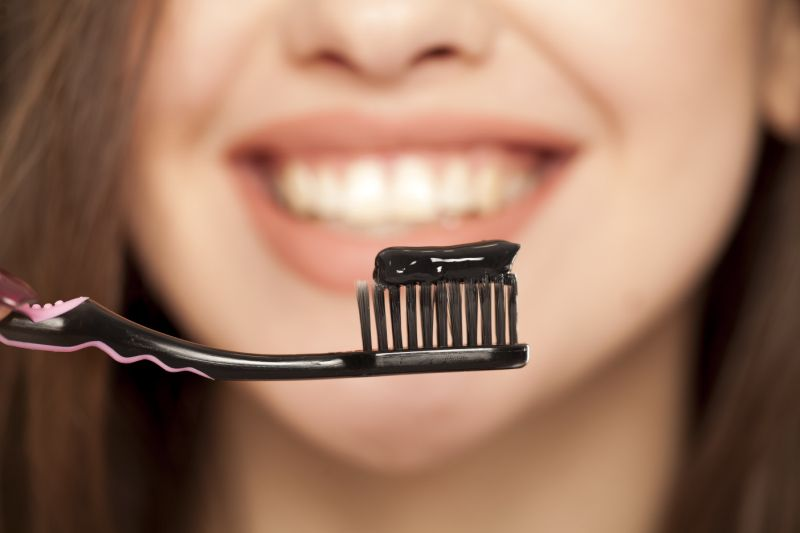 https: img.okezone.com content 2020 09 10 611 2275515 beautypedia-pasta-gigi-sudah-dipakai-sejak-4-000-tahun-lalu-loh-Phe00CXf1X.jpg