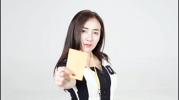 https: img.okezone.com content 2020 09 11 205 2276530 ucie-sucita-gandeng-pemain-bola-di-video-klip-kartu-kuning-qc2cJZgxaL.jpg