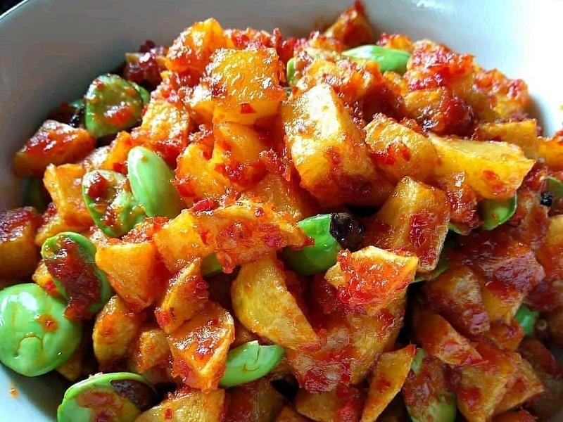https: img.okezone.com content 2020 09 12 298 2276591 resep-makan-siang-sambal-kentang-petai-yummy-yR8ZPvNEln.jpg