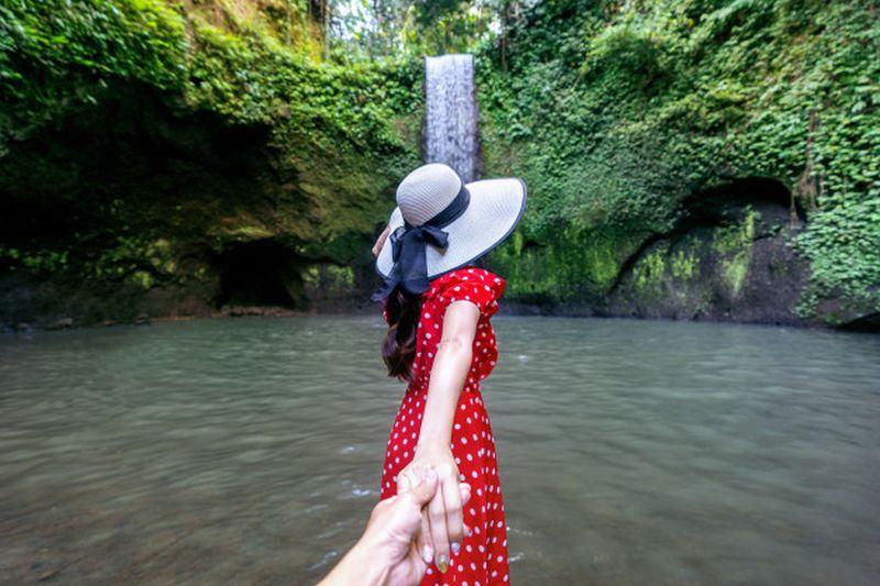 https: img.okezone.com content 2020 09 12 408 2276590 5-wisata-air-terjun-perawan-di-bali-nan-instagramable-YITwAojtQz.jpg