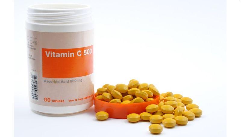 https: img.okezone.com content 2020 09 12 481 2276653 lebih-hemat-buat-sendiri-serum-vitamin-c-yuk-uJG180O0hg.jpg