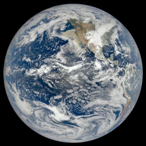 https: img.okezone.com content 2020 09 13 16 2277146 satelit-nasa-tangkap-gambar-asap-mengepul-akibat-kebakaran-hutan-di-amerika-TGUm7G1LVK.jpg