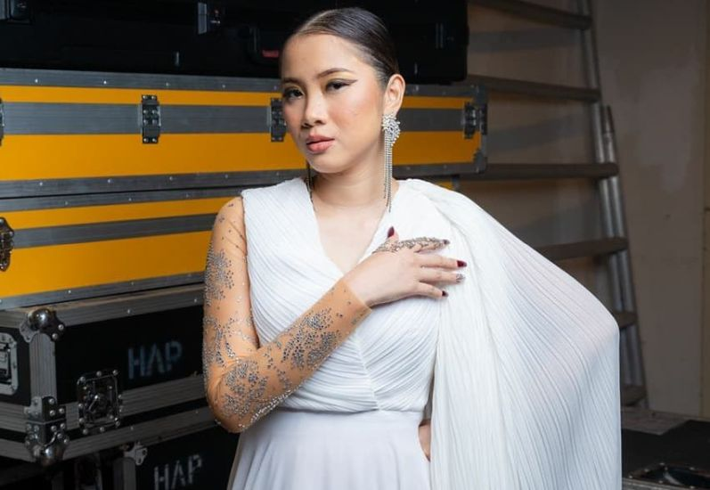 https: img.okezone.com content 2020 09 13 205 2276960 profil-sandra-dianne-penyanyi-malaysia-yang-meninggal-akibat-kecelakaan-VQgBc9naUB.jpg