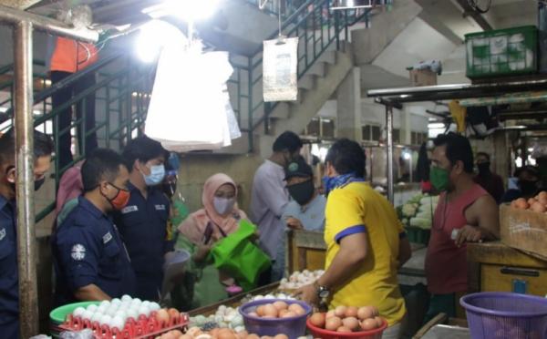 2 Pilihan Pedagang Pasar Kemiri Jakbar, Tes Swab atau Dilarang Berjualan - News cryptonews.id
