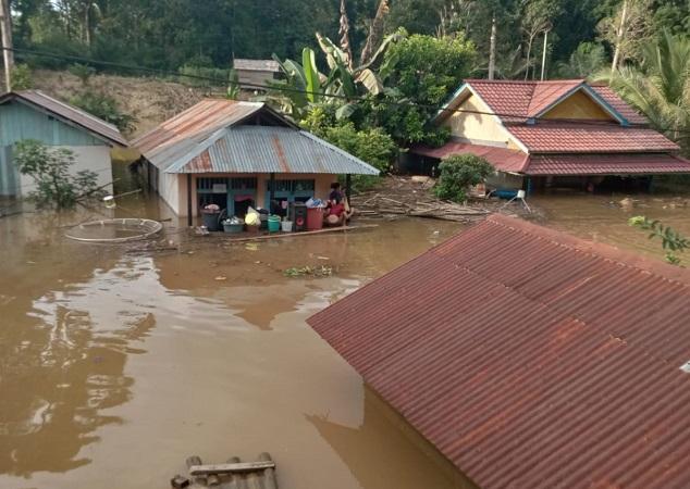 Banjir Kembali Rendam Melawi Kalbar 1 Warga Meninggal Dunia Okezone News