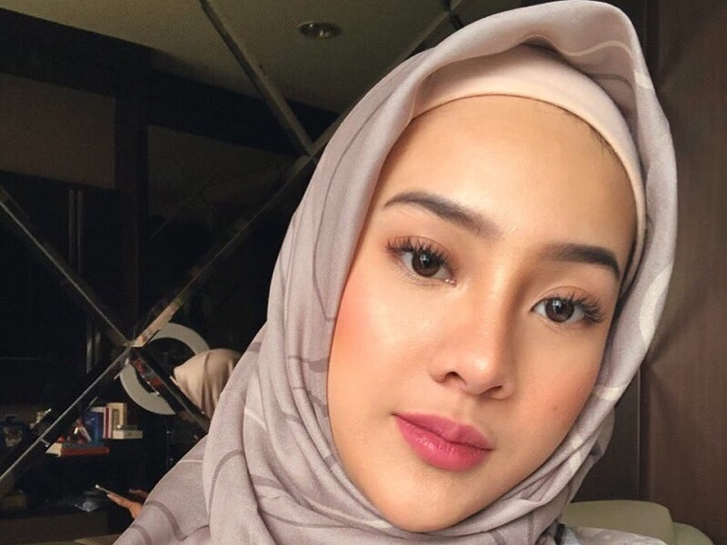 https: img.okezone.com content 2020 09 14 194 2277228 potret-anya-geraldine-pakai-hijab-cantik-banget-pnlyifaNFp.jpg
