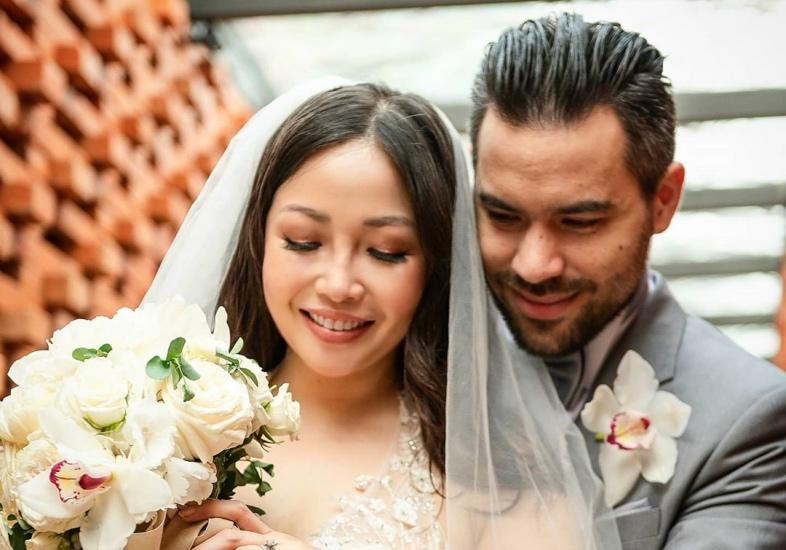 https: img.okezone.com content 2020 09 14 33 2277212 menikah-di-usia-40-tahun-chef-marinka-tuhan-tak-pernah-terlambat-3s9GdjyG9M.jpg