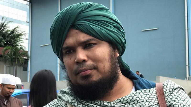 https: img.okezone.com content 2020 09 14 33 2277505 ustadz-derry-sulaiman-ingin-penusuk-syekh-ali-jaber-dapat-hukuman-berat-3zjus2PQQd.jpg
