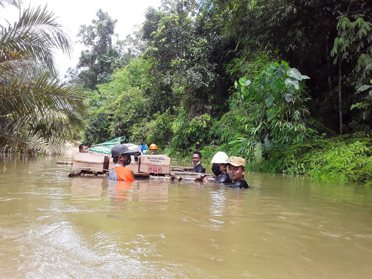 https: img.okezone.com content 2020 09 14 340 2277750 banjir-parah-terjang-ribuan-rumah-di-kotawaringin-timur-tanggap-darurat-bencana-ditetapkan-7jBTYY0fqM.jpg