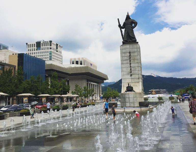 https: img.okezone.com content 2020 09 14 549 2277330 5-lokasi-syuting-film-the-king-eternal-monarch-bisa-kamu-kunjungi-saat-ke-korea-wxDpAjSJGf.jpg
