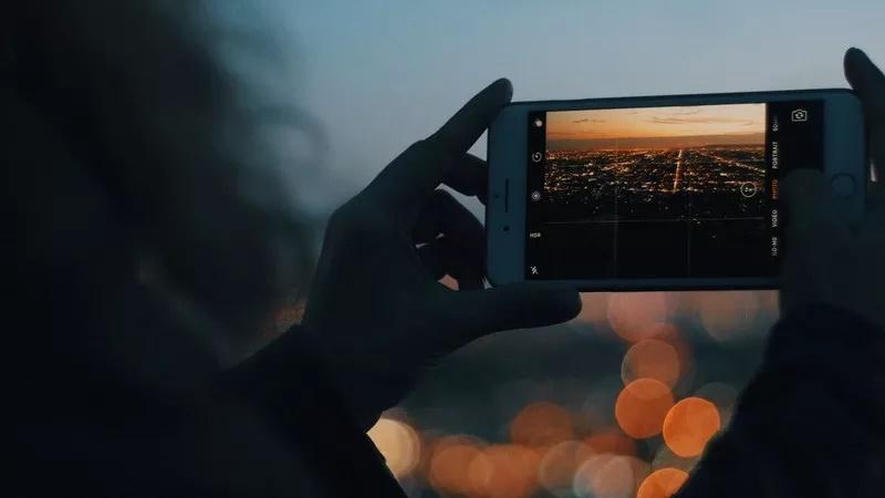https: img.okezone.com content 2020 09 15 16 2278388 tips-foto-malam-hari-hindari-polusi-cahaya-hingga-gunakan-software-OXsSfnK8hs.jpg