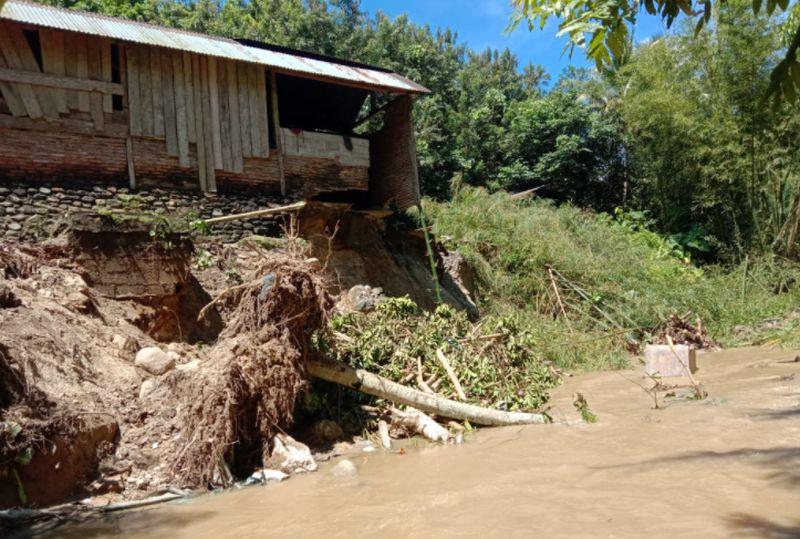 https: img.okezone.com content 2020 09 15 340 2278049 133-rumah-terendam-1-jembatan-rusak-akibat-banjir-di-tompe-sulteng-v1wjPrmIGp.jpg