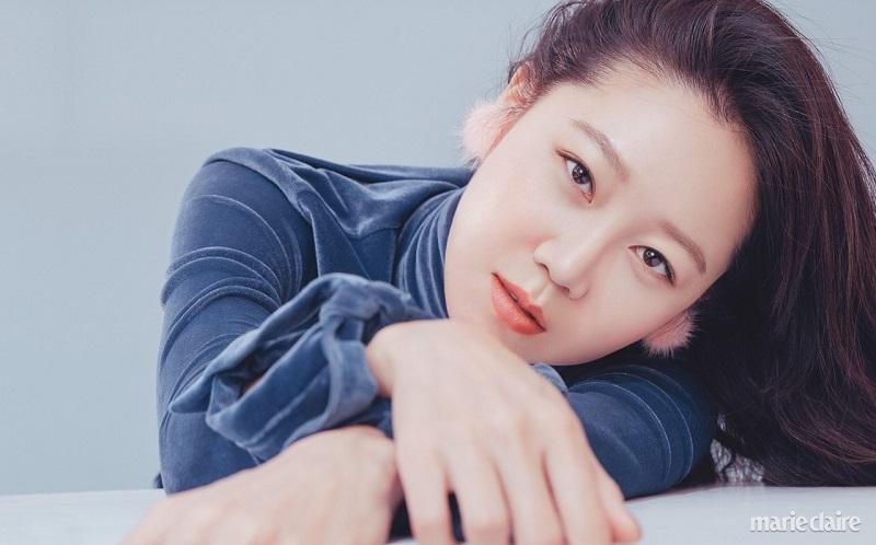 https: img.okezone.com content 2020 09 15 598 2278337 gong-hyo-jin-raih-penghargaan-aktris-terbaik-dari-seoul-drama-awards-2020-QnvpgmUeJq.jpg
