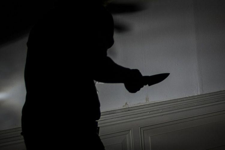 https: img.okezone.com content 2020 09 15 610 2278328 kerap-dipukuli-tunarungu-ini-tusuk-saudaranya-hingga-tewas-dQwlGboKFZ.jpg