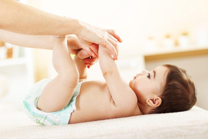 https: img.okezone.com content 2020 09 15 612 2278094 ini-yang-akan-terjadi-jika-bayi-di-bawah-6-bulan-minum-air-putih-SFTdeDVp20.jpg