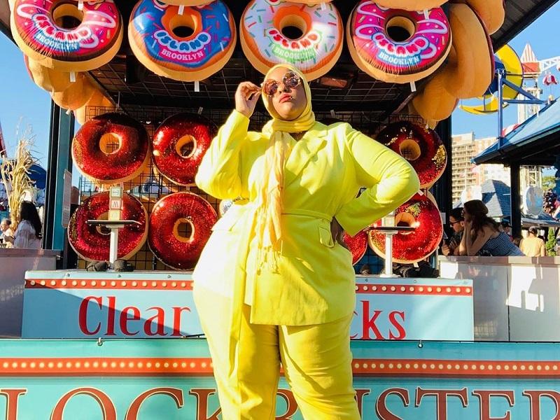 https: img.okezone.com content 2020 09 16 194 2278537 inspirasi-model-hijab-leah-vernon-cocok-bagi-kamu-yang-bertubuh-subur-pTMo4j0aOM.jpg