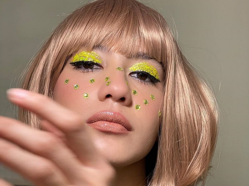 https: img.okezone.com content 2020 09 16 194 2278631 4-potret-cantik-pevita-pearce-bergaya-out-of-the-box-AXKhv1Dk5t.jpg