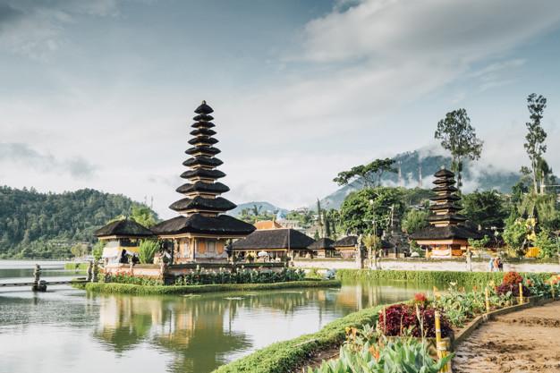 https: img.okezone.com content 2020 09 16 406 2278564 bangga-bali-dan-lombok-jadi-pulau-terbaik-dunia-2020-P2HybGEDd2.jpg